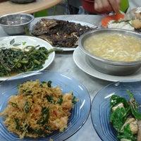 Photo taken at Kedai Kopi Wah Juan by Rinie R. on 8/6/2013