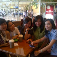 Photo taken at Coffee Bean - Indofood Tower by dika d. on 3/20/2012