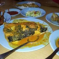 Photo taken at Nasi Padang Erwina, Jln Kg Dalam, K. Trg by Shafie S. on 4/28/2012
