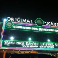 Photo taken at Original Penang Kayu Nasi Kandar by Norliana R. on 9/11/2012