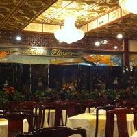 Foto tomada en Restaurant Lotus Flower por Bernardo H. el 5/5/2012