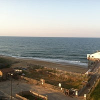 Photo taken at Hilton Garden Inn Outer Banks/Kitty Hawk by Charles w. on 6/2/2012