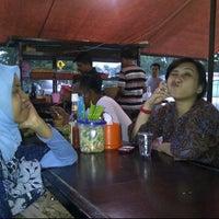 Photo taken at Pondok Bakmi Surabaya by Livonia N. on 4/19/2012