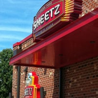 Photo taken at SHEETZ by Gaylan F. on 8/17/2011
