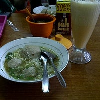 Photo taken at Bakso Ciat Solo by Ranny Fitriani H. on 4/21/2012