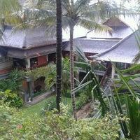 Photo taken at Bar & Resto Jayakarta Hotel & Resort by Herlin R. on 12/8/2011