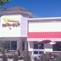 Photo taken at In-N-Out Burger by Rob on 6/18/2011