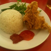 Photo taken at Yoyo Chicken by hazuar n. on 3/7/2012