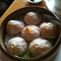 Photo taken at Nan Xiang Xiao Long Bao by Jan A. on 8/27/2012