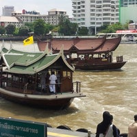 Photo taken at ท่าเรือสาทร (ตากสิน) Sathorn (Taksin) Pier CEN by Tom T. on 7/1/2012
