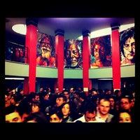 Photo taken at Teatro Arteria Coliseum by Mari trini G. on 11/14/2011
