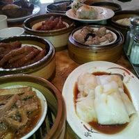 Photo taken at Jade Garden by Binh L. on 5/13/2012