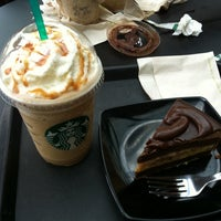 Photo taken at Starbucks by Yusz on 7/24/2011