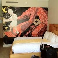 Photo taken at Hotel Tomo! by Bruna L. on 4/25/2012