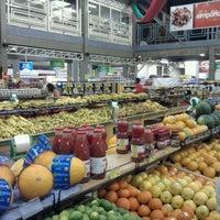 Photo taken at Ki-Frutas by Jorge Bugal V. on 11/30/2011