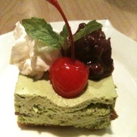 Photo taken at En Japanese Dining Bar (Mohammed Sultan) by Yoshimi よしみ K. on 12/22/2010