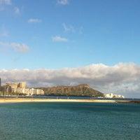 Photo taken at Magic Island by Drake ドレイク摂津 on 4/23/2012