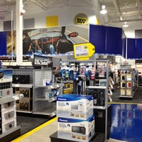 Photo taken at Best Buy by Victor P. on 7/16/2012