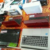 Photo taken at Hardys Negara by Guz A. on 7/29/2012