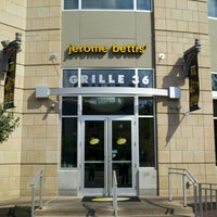 Photo taken at Jerome Bettis' Grille 36 by Craig G. on 8/13/2011
