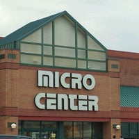 Photo taken at Micro Center by Vernon on 9/3/2011