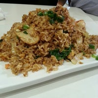 Photo taken at Lees Malaysian Restaurant by Kappy P. on 9/13/2012