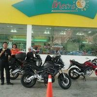 Photo taken at Petronas Jln Spg Pulai - Lojing by lekuq a. on 9/3/2011