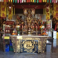Photo taken at ศาลเจ้าจุ้ยตุ่ยเต้าโบ้เก้ง (Jui Tui Shrine) 水碓斗母宮 by Chitnarong Z. on 4/2/2012