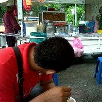 Photo taken at Gerai Cendol & Rojak Titiwangsa by Naz U. on 7/11/2012