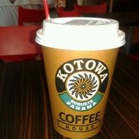Photo taken at Kotowa Coffee House by Elias S. on 1/4/2012