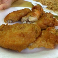 Photo taken at 荣记 Eng Kee Chicken Wing by A J L. on 10/26/2011