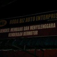 Photo taken at Roda Biz Auto by Nuzaihan S. on 9/10/2011