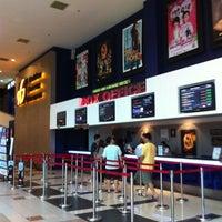 Photo prise au Golden Screen Cinemas (GSC) par Sabrina A. le3/22/2012