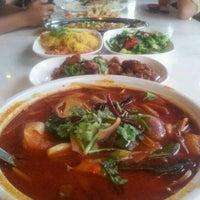 Photo taken at Red Wok Restaurant by Jonathan Joestar L. on 8/25/2011