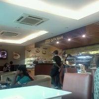 Photo taken at Cream & Fudge Factory by Bakasura B. on 9/17/2011