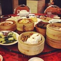 Photo taken at Crystal Jade Kitchen 翡翠小厨 by Evan L. on 7/26/2012