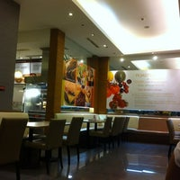 Photo taken at Kenny Rogers Roasters by Robert A. on 5/2/2012
