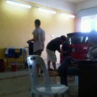 Photo taken at Car Wash Batu 48 by Apih J. on 11/17/2011