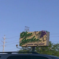 Photo taken at Olive Garden by Rae A. on 7/12/2012