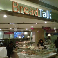 Photo taken at 面包新语 BreadTalk by Wenjin W. on 12/6/2011
