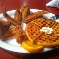Photo taken at Gladys Knight's Signature Chicken & Waffles by Shawn K. on 9/16/2011