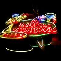Photo taken at Mellow Mushroom by Jimmy W. on 10/4/2011