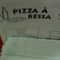 Photo taken at Pizza à Bessa by Breiner S. on 6/6/2012