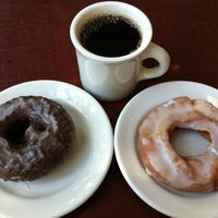 Photo taken at Top Pot Doughnuts by Joy on 7/22/2011