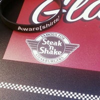 Photo taken at Steak 'n Shake by Aware[shirts] on 10/17/2011