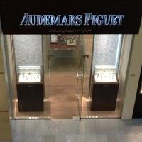 Photo prise au Audemars Piguet Boutique par Karan K. le3/14/2012