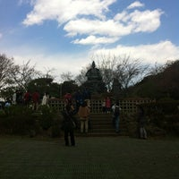 Photo taken at 源氏山公園 by ラッテ on 4/7/2012