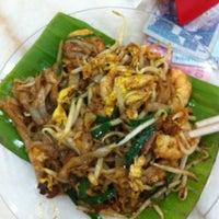 Photo taken at Restoran Ho Ho Sek (好好吃) by Ivan W. on 6/9/2012