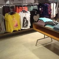 Photo taken at H&M by Fionnulo B. on 8/8/2012