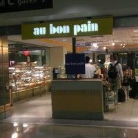 Photo taken at Au Bon Pain by ✈--isaak--✈ on 6/13/2012